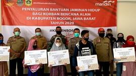 Bank Mandiri Salurkan Bansos Rp3,7 M bagi Korban Banjir Bogor