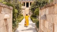 <p>Tangga resort yang fancy pun bisa menjadi lokasi maternity shoot yang indah. (Foto: Instagram @citraciki)</p>