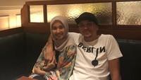 <p>Beberapa foto kemesraan pasangan ini juga masih ada di media sosial Engku Emran. Salah satunya ketika Emran sedang memluk Bella. (Foto: Instagram @narmaeukgne)</p>