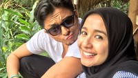 <p>Setelah 5 bulan menjalin hubungan, Bella dan duda asal Malaysia itu mantap melakukan pernikahan.</p>