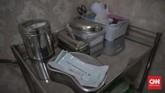 Peralatan medis perawatan kulit wajah di salah satu klinik kecantikan di kawasan Manggarai, Jakarta, Sabtu, 27 Juni 2020. Perawatan wajah dengan protokol kesehatan tetap menjadi prioritas klinik kecantikan guna mengantisipasi penularan COVID-19. CNN Indonesia/Bisma Septalisma