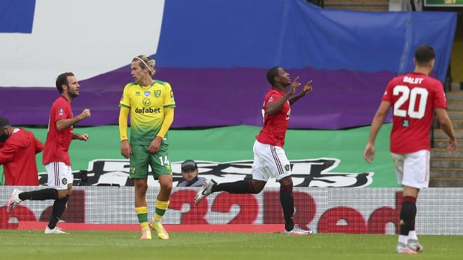 Manchester United's Odion Ighalo celebrates after scoring the opening goal during the FA Cup sixth round soccer match between Norwich City and Manchester United at Carrow Road stadium in Norwich, England, Saturday, June 27, 2020. (Catherine Ivill/Pool via AP)
