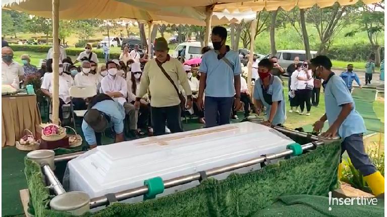 Pemakaman ibunda Once