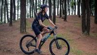 <p>Tak disangka artis cantik Nadine Candrawinata sudah hobi bersepeda sejak beberapa tahun silam. Bagi Nadine, bersepeda sudah menjadi lifestyle baginya. (Foto: Instagram @nadinelist)</p>