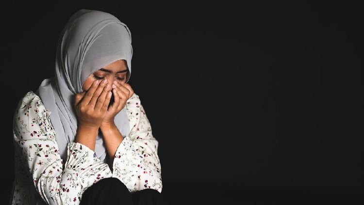 Ilustrasi wanita menangis