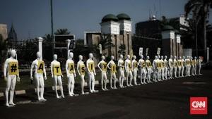 FOTO: Demo Manekin Tolak RUU Omnibus Law