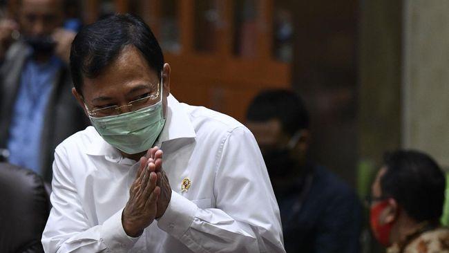 Menteri Kesehatan Terawan Agus Putranto memberikan salam saat akan mengikuti rapat kerja bersama Komisi IX DPR di Kompleks Parlemen Senayan, Jakarta, Selasa (23/6/2020). Rapat kerja tersebut membahas pembicaraan pendahuluan RAPBN Tahun Anggaran 2021 (RKA K/L dan RKP K/L) Kementerian Kesehatan tahun 2021. ANTARA FOTO/Puspa Perwitasari/hp.