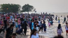 Libur Panjang, Wisatawan di Pantai Pangandaran Membeludak