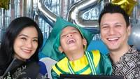 <div>Wajah bahagia tampak dari Tian, Titi, dan Juna. (Instagram @titi_kamall)</div>