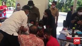 Risma Bersujud Menangis Minta Maaf di Depan Dokter