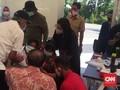Dokter di Surabaya Ungkap Penyebab Risma Sujud Minta Maaf