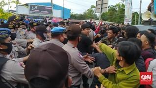 Aparat Diduga Pukul Pedemo dan Wartawan Demo Tolak TKA Sultra