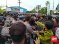 Tolak TKA China, Mahasiswa Blokade Jalan Bandara Haluoleo