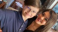<p>Pada 18 April lalu, Armand baru saja merayakan ulang tahunnya yang ke-13. Perayaan sederhana digelar besama ibu dan adiknya. (Foto: Instagram @farahquinnofficial)</p>