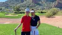 <p>Armand dan Farah Quinn lagi olahraga golf nih. Tinggi Armand sudah menyusul ibunya nih. Bak adik dan kakak ya. (Foto: Instagram @farahquinnofficial)</p>