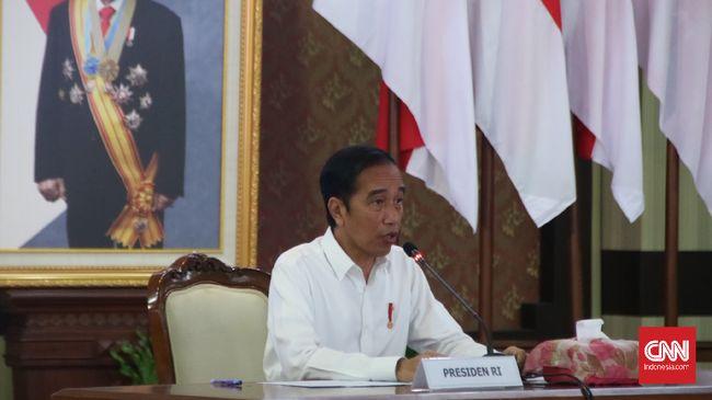 Presiden Joko Widodo memberikan arahan kepada Kepala Daerah se-Jateng secara virtual di Gedung Grhadika Bakti Praja, Semarang, Selasa (30/6).