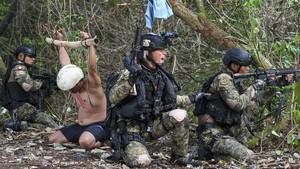 FOTO: Aksi Pasukan Katak di Latihan Peperangan Laut Khusus