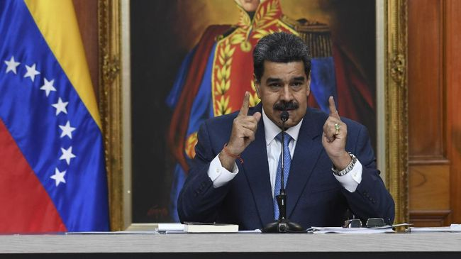 Venezuela's President Nicolas Maduro gestures during a press conference with members of the foreign media at Miraflores palace in Caracas, on February 14, 2020. (Photo by YURI CORTEZ / AFP)