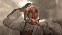 <p>Di akun media sosialnya, wanita kelahiran tahun 2000 ini kerap bergaya casual namun modis. (Foto: Instagram @adiba.knza)</p>