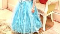 <p>Selain cantik ketika pakai kebaya, Ania tampak lucu mengenakan baju princess seperti ini. (Foto: Instagram @reisabrotoasmoro)</p>