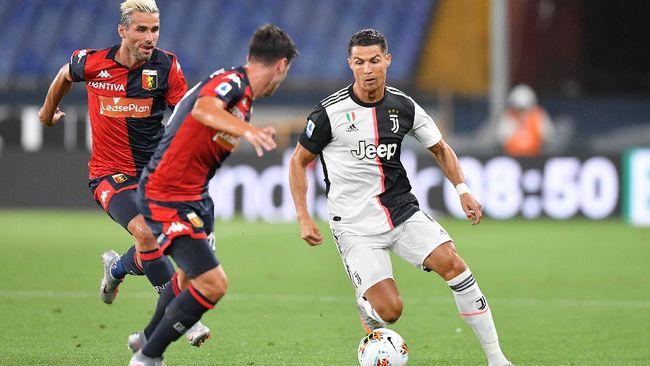 Juventus' Cristiano Ronaldo, right, runs with the ball during the Italian Serie A soccer match between Genoa and Juventus at the Luigi Ferraris stadium in Genoa, Italy, Tuesday, June 30, 2020. (Tano Pecoraro/LaPresse via AP)