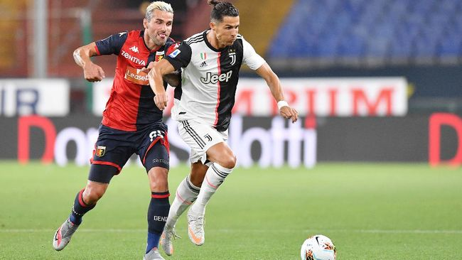 Juventus' Cristiano Ronaldo, right, runs with the ball during the Italian Serie A soccer match between Genoa and Juventus at the Luigi Ferraris stadium in Genoa, Italy, Tuesday, June 30, 2020. (Tano Pecoraro/LaPresse via AP)
