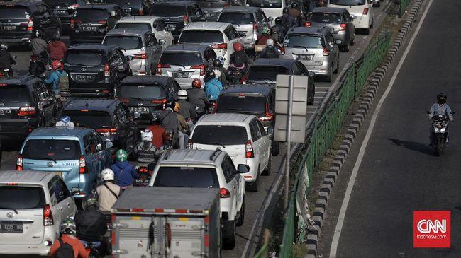 Rencana Pemprov DKI Jakarta menerapkan larangan operasional mobil berusia di atas 10 tahun di ibu kota, terbentur UU tentang Lalu Lintas dan Angkutan Jalan.