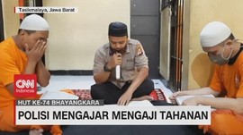 VIDEO: Polisi Mengajar Mengaji Tahanan