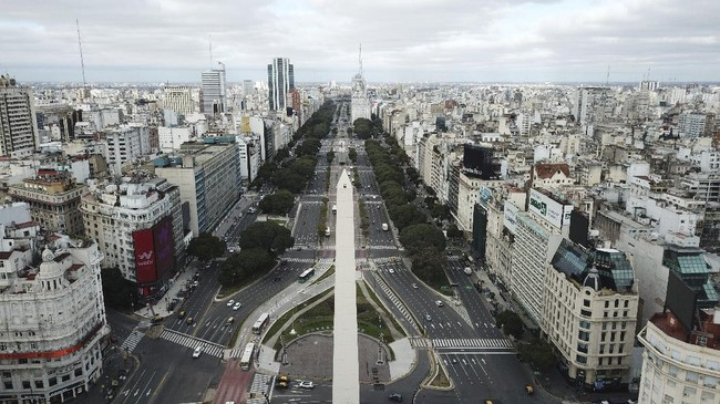 The 9 de Julio Boulevard is seen almost devoid of traffic during the return to a strict lockdown to curb the spread of COVID-19 in Buenos Aires, Argentina, Wednesday, July 1, 2020. Authoritties returned to tighter restrictions in the capital after COVID-19 cases spiked. (AP Photo/Victor R. Caivano)