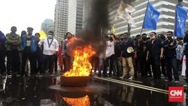 Demo Mahasiswa Tuntut Keringanan UKT, Jalan Sudirman Macet