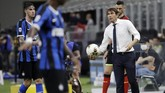 Inter Milan's head coach Antonio Conte, right, holds the ball during the Serie A soccer match between Inter Milan and Brescia at the San Siro Stadium, in Milan, Italy, Wednesday, July 1, 2020. (AP Photo/Luca Bruno)