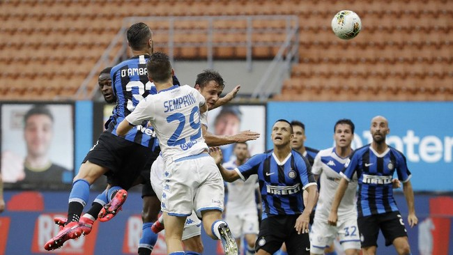 Inter Milan's Danilo D'Ambrosio, second from left, scores his side's third goal during the Serie A soccer match between Inter Milan and Brescia at the San Siro Stadium, in Milan, Italy, Wednesday, July 1, 2020. (AP Photo/Luca Bruno)