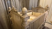 <p>Tasya memilih boks bayi yang bisa ia pesan desainnya. Ia memesan tempat tidur bayi yang kokoh dan mewah. (Foto: <em>YouTube Tasya Farasya</em>)</p>