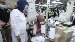 Tinjau Pabrik Pembuatan APD di Cakung, Menaker Kagum