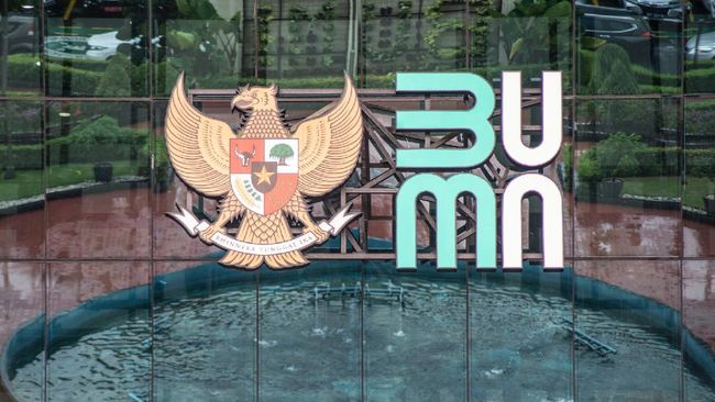 Ombudsman mendesak Jokowi membuat perpres guna membatasi rangkap jabatan di BUMN. Mereka mencium rangkap jabatan dilakukan demi tambahan gaji atau pendapatan.