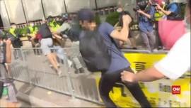 VIDEO: Penikam Polisi di Hong Kong Ditangkap