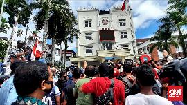 Pedagang Pasar Demo Tolak PSBB, Wali Kota Ambon Bergeming