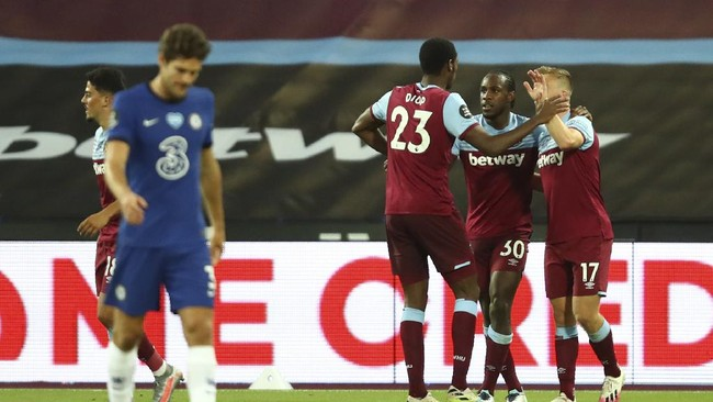 West Ham's Michail Antonio, second right is congratulated by teammates West Ham's Jarrod Bowen right and West Ham's Issa Diop after scoring his sides second goal of the game during the English Premier League soccer match between West Ham United and Chelsea at the London Stadium stadium in London, Wednesday July 1, 2020.(Julian Finney/Pool via AP)