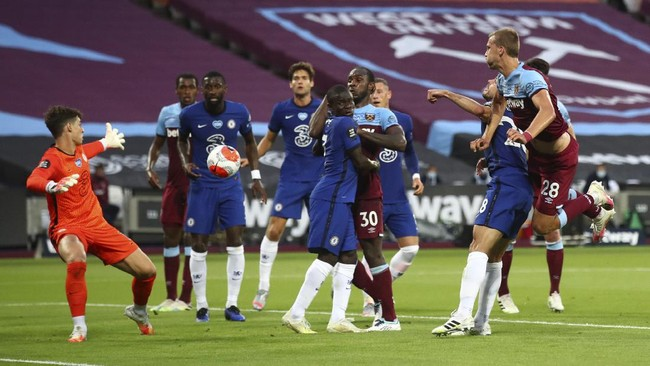 West Ham's Tomas Soucek, right heads the ball and scores his sides fisrt goal of the game during the English Premier League soccer match between West Ham United and Chelsea at the London Stadium in London, Wednesday, July, 1, 2020. (Julian Finney/Pool via AP)