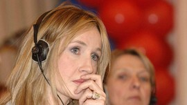 Fan Harry Potter Menentang Kicauan Kontroversial JK Rowling
