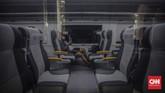 Penumpang KA Bandara Soetta di Stasiun BNI City, Jakarta, Jumat, 3 Juli 2020. Kereta Api Bandara Internasional Soekarno-Hatta kembali beroperasi sejak 1 Juli 2020 dengan menerbitkan sejumlah prosedur protokol kesehatan pencegahan COVID-19 yang harus dipatuhi bagi para calon penumpang, pendamping, atau pengunjung KA Bandara. CNN Indonesia/Bisma Septalisma