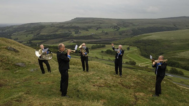 Members of the 'Meltham and Meltham Mills Band' practice together for the first time since the government imposed lockdown began in Worlow Quarry, above the village of Marsden, near Huddersfield, northern England on June 30, 2020. (Photo by OLI SCARFF / AFP)