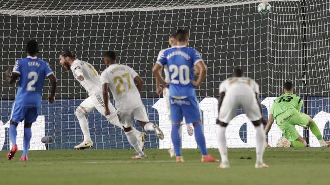 Real Madrid's Sergio Ramos, second left, celebrates after scoring his side's opening goal from a penalty shot during the Spanish La Liga soccer match between Real Madrid and Getafe at the Alfredo di Stefano stadium in Madrid, Spain, Thursday, July 2, 2020. (AP Photo/Bernat Armangue)