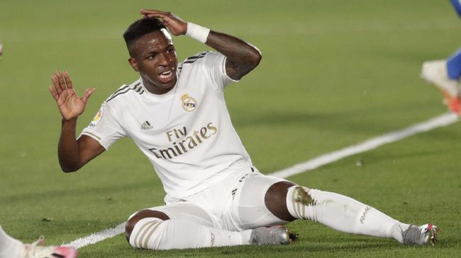Real Madrid's Vinicius Junior reacts after missing a shot during the Spanish La Liga soccer match between Real Madrid and Getafe at the Alfredo di Stefano stadium in Madrid, Spain, Thursday, July 2, 2020. (AP Photo/Bernat Armangue)