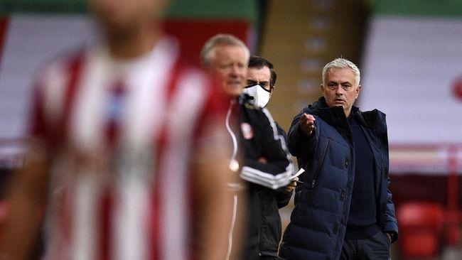 Magis Jose Mourinho kembali bersama Tottenham Hotspur. Mourinho berpotensi mengancam ambisi Liverpool untuk mempertahankan gelar Liga Inggris.