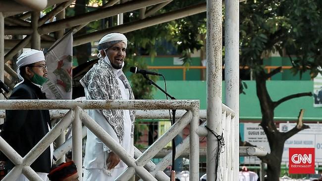 Sejumlah massa aksi 'Apel Siaga Ganyang Komunis Jabodetabek' mendatangi lapangan Ahmad Yani, Jalan Praja, Kebayoran Lama, Jakarta Selatan, Minggu (5/7/2020). Aksi ini diikuti sejumlah organisasi kemasyarakatan (ormas) Islam seperti Front Pembela Islam (FPI), PA 212, hingga Gerakan Nasional Pengawal Fatwa (GNPF) Ulama dan beberapa perguruan pencak silat betawi,  seperti Beksi,  tapak suci dan lain-lain.  CNN Indonesia/Andry Novelino