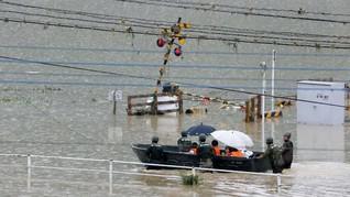 Banjir Bebani Warga Kala Corona, PM Jepang Prioritaskan Nyawa