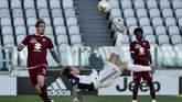 Juventus' Federico Bernardeschi goes for an overhead kick during the Serie A soccer match between Juventus and Torino, at the Allianz Stadium in Turin, Italy, Saturday, July 4, 2020. (Marco Alpozzi/LaPresse via AP)