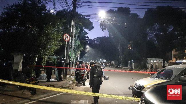 Suara ledakan terdengar di Jalan Yusuf Adiwinata, Menteng, Jakarta Pusat, Minggu (5/7) sore. Polisi masih menyelidiki sumber ledakan dan melakukan olah tempat kejadian perkara (TKP).