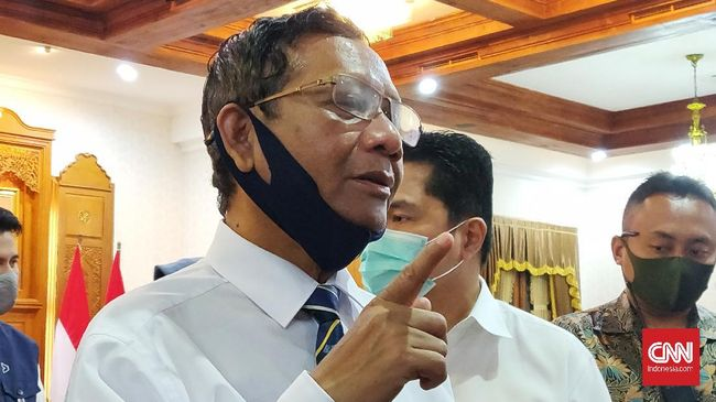 Menko Polhukam Mahfud MD menegaskan siapapun politikus yang pernah menjadi ketua atau wakil ketua lembaga negara berhak menerima penghargaan.